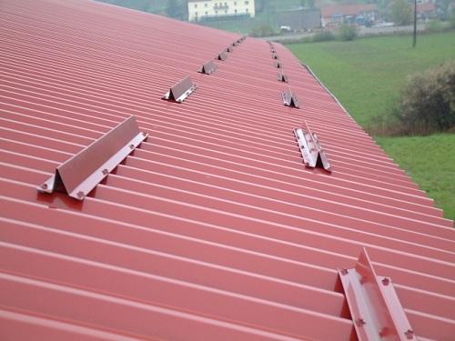 Как установить снегозадержатели на крышу своими руками: руководство как сделать снегозадержание на кровле